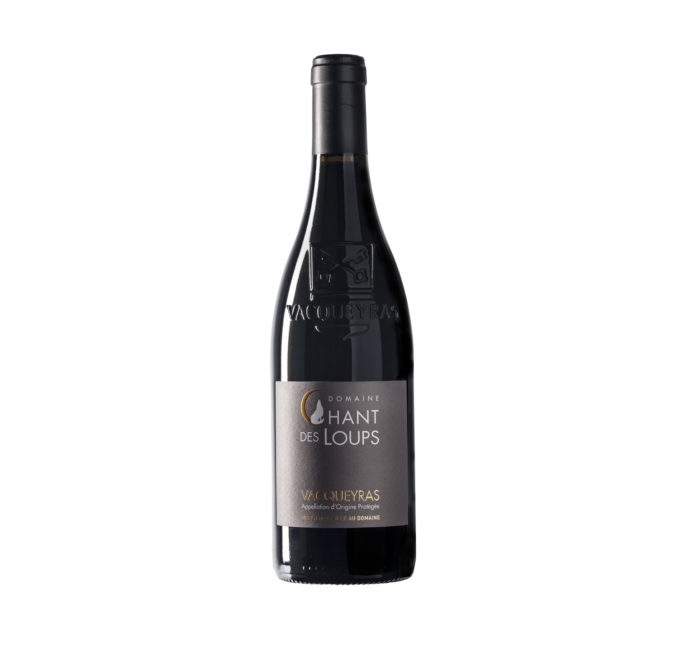 bouteille de vin détourée AOC Vacqueyras bio rouge Domaine Chant des Loups