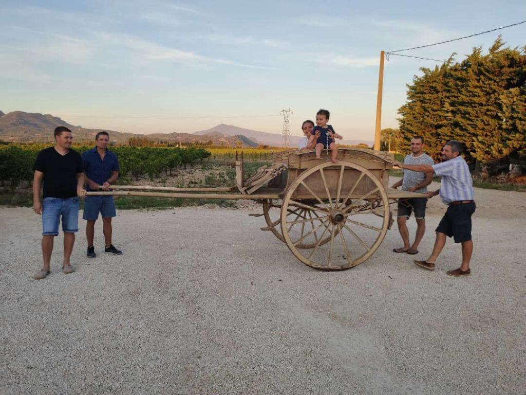 promenade en charrette en famille au Domaine Chant des Loups